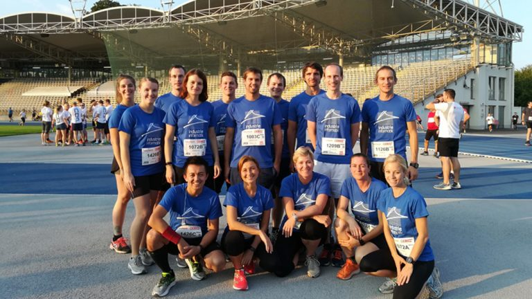 Industrie Informatik Team Running