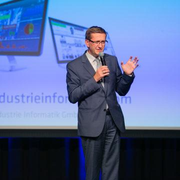 Landesrat Markus Achleitner auf der Bühne beim Industrie Informatik Innovationstag