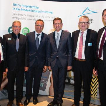 Die Industrie Informatik Gschäftsführung mit Wirtschaftslandesrat Markus Achleitner