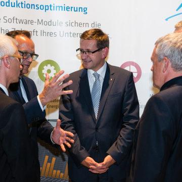 Landesrat Markus Achleitner mit den Geschäftsführern von Industrie Informatik